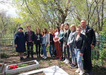 Посещение могилы человека-легенды